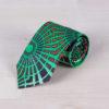 Corbata con tonos verdes confeccionada con tela africana psicodélica