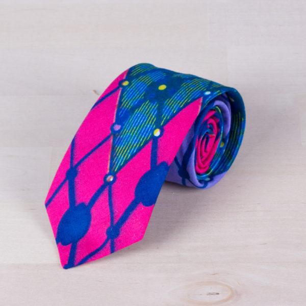 Corbata confeccionada con tela wax africana lila y azul
