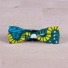 Pajarita de tela africana con motivos geométricos grandes. Tonos verde, amarillo, fucsia y turquesa